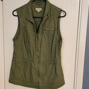 Sleeveless army utility vest